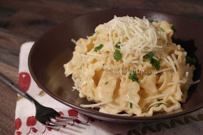 Ζυμαρικά Mafaldine με βελούδινη τυρένια σάλτσα