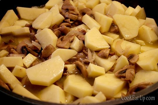 Mushrooms with potatoes in wine