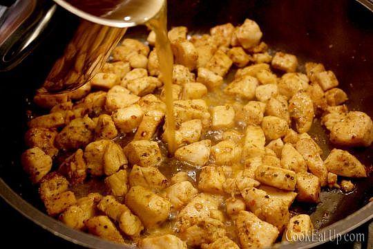 Μπουκίτσες κοτόπουλου με πικάντικη σάλτσα