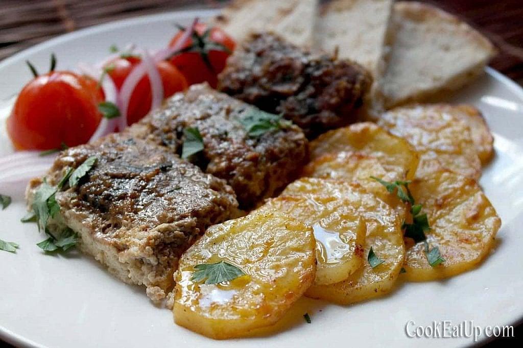 Κεφτέδες με πατάτες και σάλτσα με ταχίνι