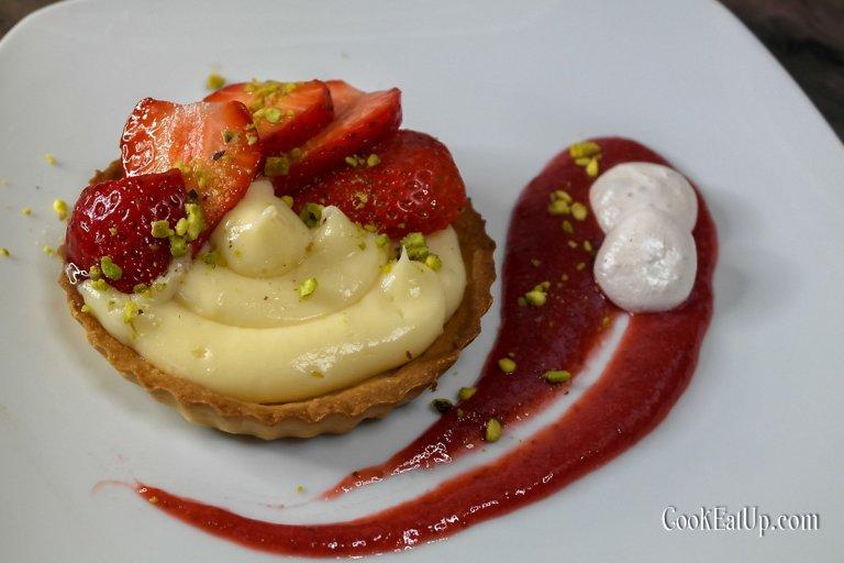 Τάρτα με κρέμα βανίλιας και φράουλες