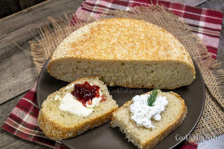 Αφράτο σουσαμένιο ψωμί