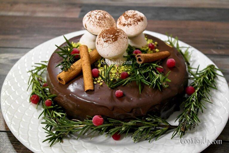 Εύκολη τούρτα σοκολάτα με μαρεγκάκια μανιτάρια