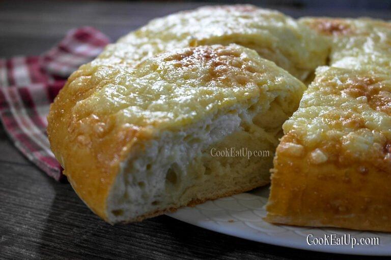 Αφράτο τυρόψωμο με φέτα και κασέρι