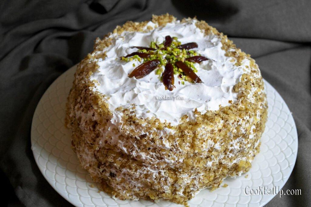 Δροσερή τούρτα με χουρμάδες, χωρίς παντεσπάνι